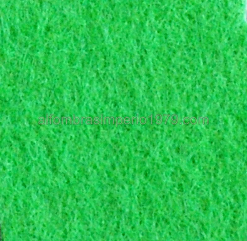 Moqueta ferial verde cesped moquetas feriales for Alfombra cesped artificial