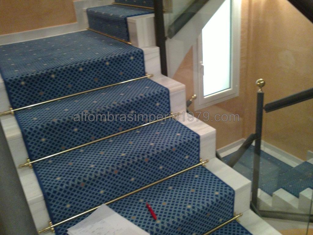 Instalacion alfombra escalera hotel instalaciones de for Escaleras con alfombra