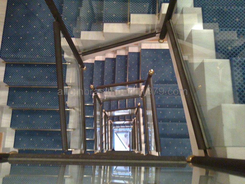 Instalacion alfombra escalera hotel instalaciones de - Alfombras para escaleras ...