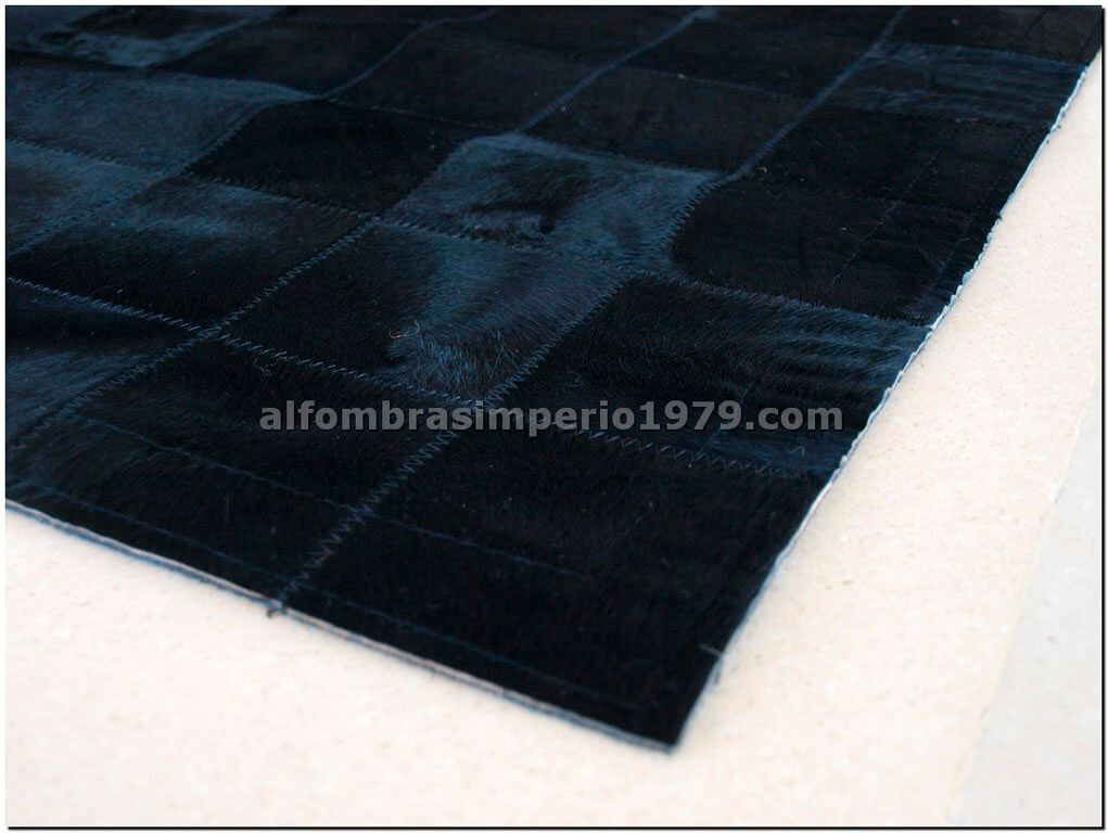 Alfombra de piel patchwork negra 10x10 alfombras de piel for Alfombras de cuero