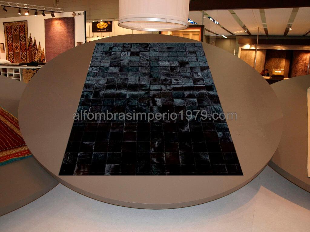 Alfombra de piel patchwork negra 10x10 alfombras de piel for Alfombra negra pelo largo