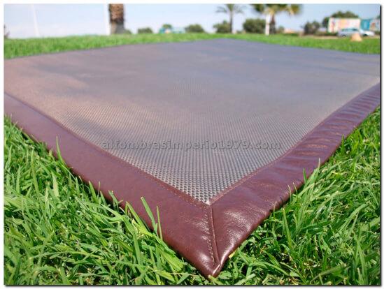 Alfombra vinilo tw 5 alfombras colonial rustico for Alfombras clasicas baratas