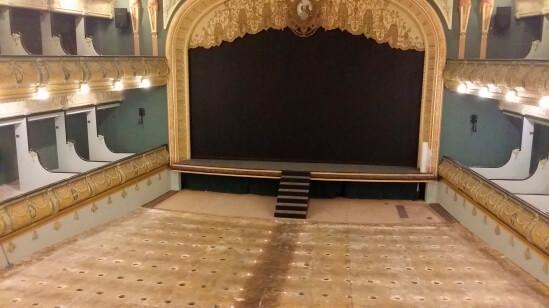 Cambio de moqueta en el gran teatro de Elx